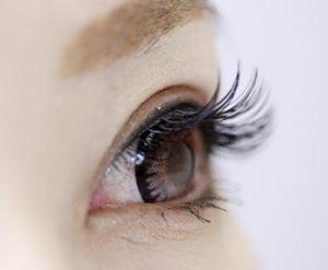 女性の視線